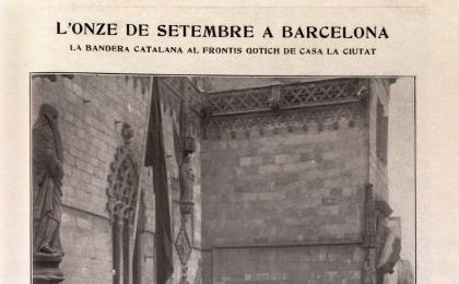 Hissada de bandera a la façana gòtica de l'Ajuntament. 1914.