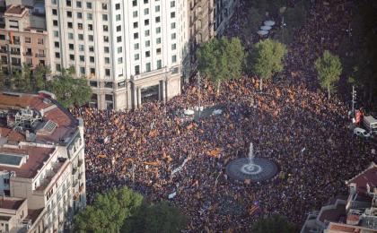 Passeig de Gràcia-Gran Via a l'hora de començar la manifestació. 11-09-2012. Jordi Todó. TAVISA.