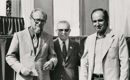 Los tres oradores del Once de septiembre de 1976: Jordi Carbonell, Octavi Saltor y Miquel Roca Junyent. Pérez de Rozas. AFB.